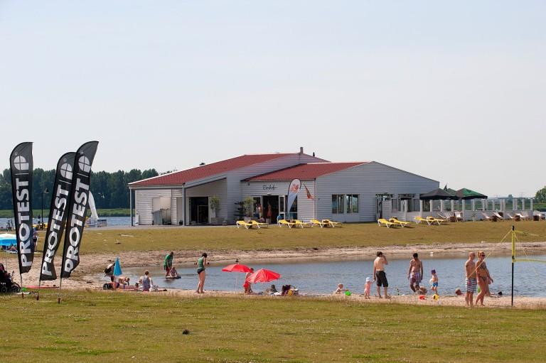 Bruiloft-DJ-bij-Eemhof-Beachclub-Zeewolde
